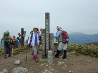 毛無山1218m 山頂に立つ 『大山隠岐国立公園』 ここは岡山県
