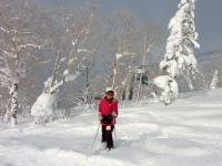 ゴンドラ近く樹氷と深い新雪