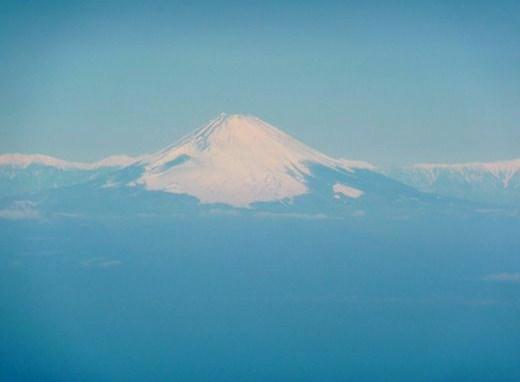 上空から富士山を、こんなにも奇麗に眺めるのは初めてです。