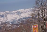 山頂からは360度の展望は真白い山並み 西方向
