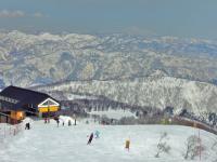 東方向 白銀の山々を眺めながら滑る。