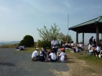 田舎の中学1年生4クラスが賑やかに、大きな声で挨拶して通り過ぎて・・・東屋で休憩