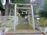 国道側に千磐神社と広い駐車場がある。