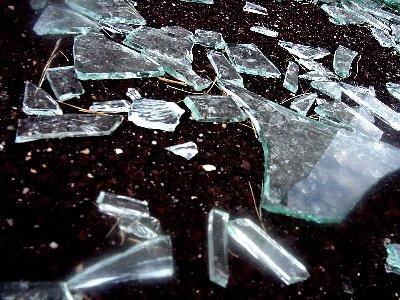 http://blog-imgs-51.fc2.com/k/o/s/kosstyle/glassbroken.jpg