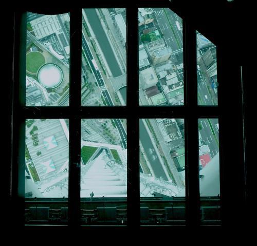 2012.07.21-36東京スカイツリーの展望デッキのガラス床