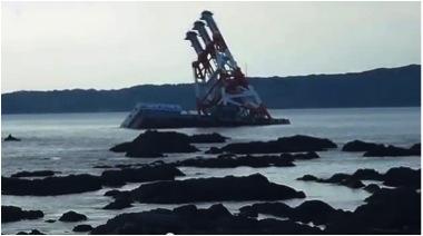 座礁した船2013-7