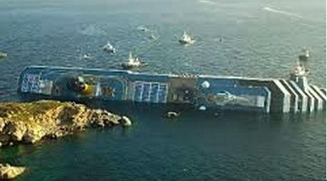 座礁した船2013-8