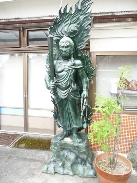 2012.08.04-高野山へ-高野山駅 駅前にて05