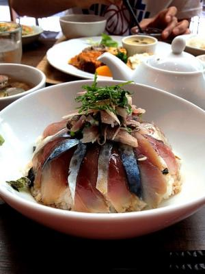 小野アジサバ丼