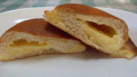 カスタードクリームのパン③