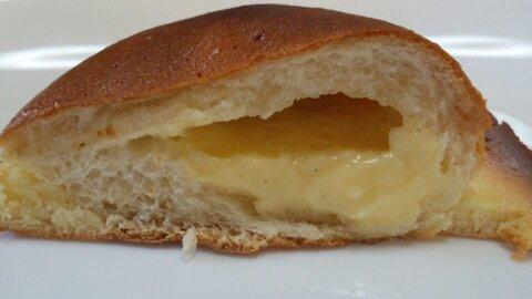 カスタードクリームのパン④
