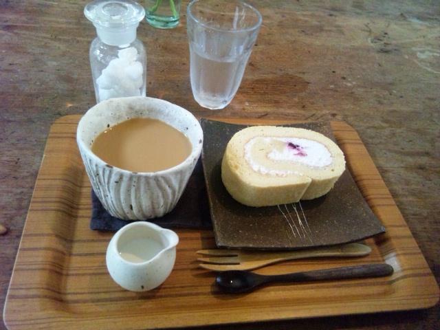 コーヒーと和三盆のロールケーキ