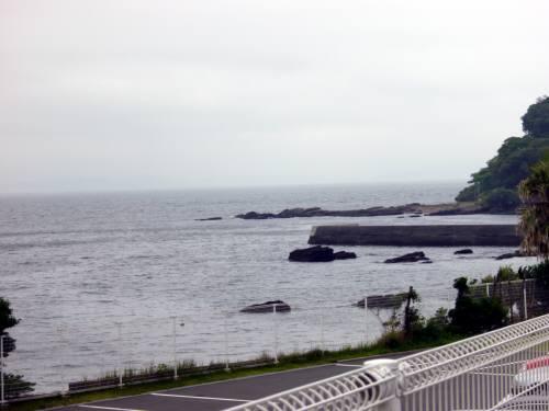 美術館近くの海