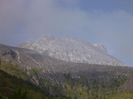 ムラピ山(表紙)