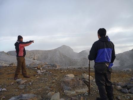 21火口周辺にたくさんの山頂