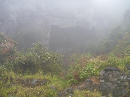 16ウェリラン直下の天場(岩の下)