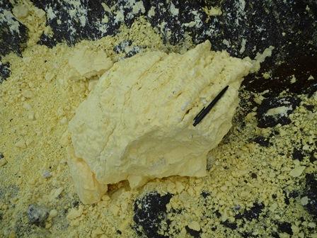 26硫黄の塊