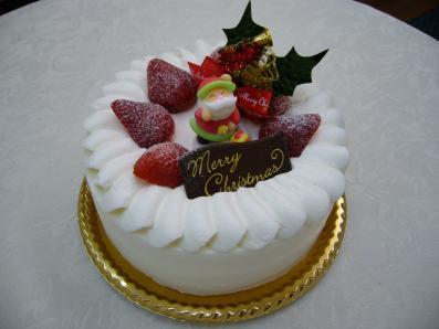 生クリームといちごのクリスマスケーキ
