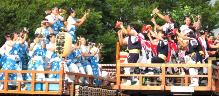 三島 夏祭り 競り合い
