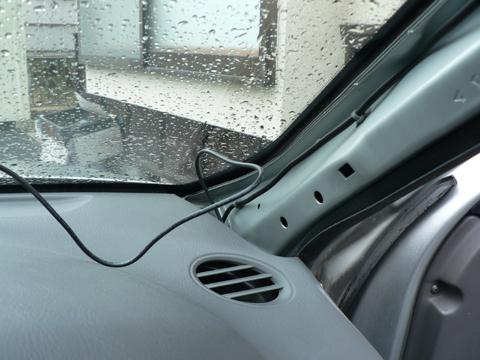 ドライブレコーダー用の電源配線を引き出します