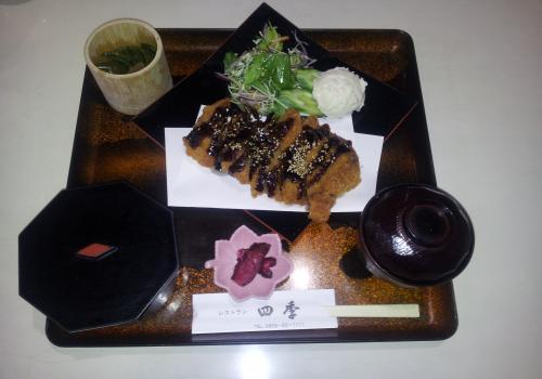 四季・トンカツ定食