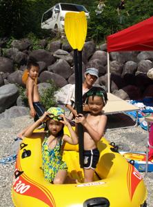 親子合宿2011ゴムボート