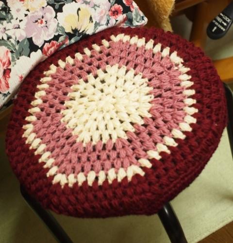 かぎ針編みの円座・スツールのカバー