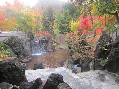 IMG_6219 ⑩ 露天風呂で紅葉を