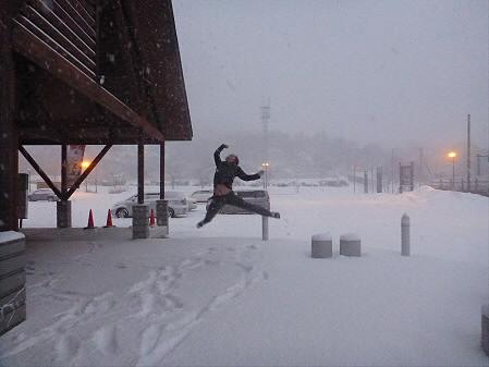 吹雪いたビジターセンター01(2012.12.20)