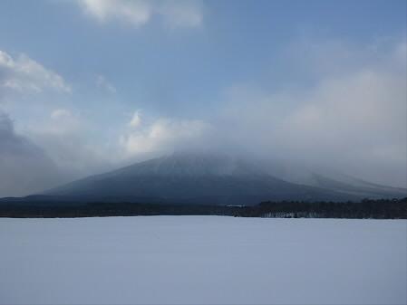 上坊牧野の岩手山01(2012.12.21)