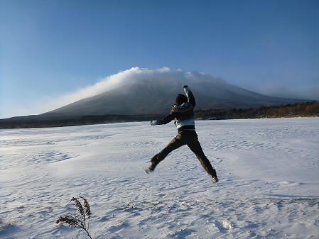 上坊牧野にて01(2012.12.27)ジャンプ!