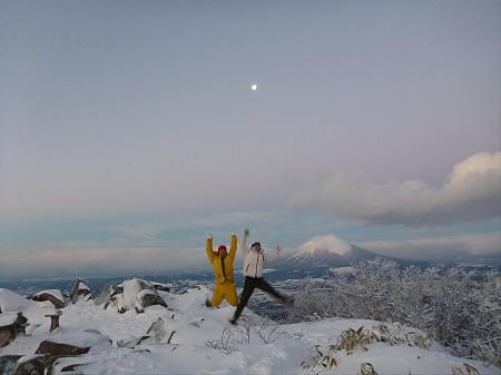 姫神山頂上にて01(2013.1.1)ジャンプ!