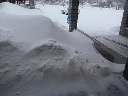 ビジターセンターの雪01(2013.1.4)
