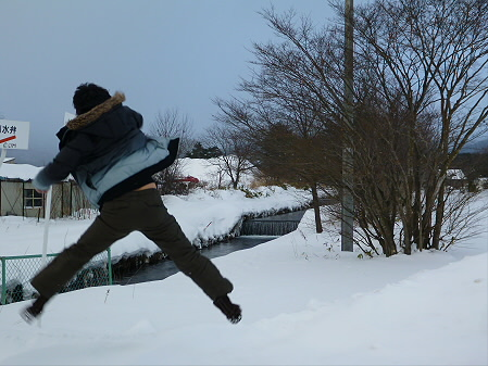 清水川幹線水路01(2013.1.19)ジャンプ!