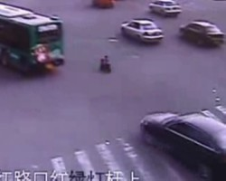 Toddlers lucky escape after toy motorbike nearly crashes on road in China