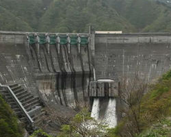 日本のダムはかっこいい。
