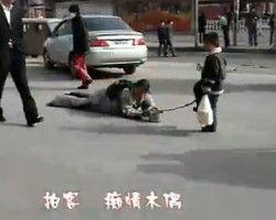 KID PULLING PARALYZED MOM BEGGING IN THE STREET