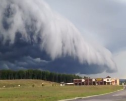 Storm waves roll into Midlothian