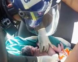 Bangkok traffic cop delivers babies on Thai roadsides