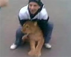 Russian kids find lion