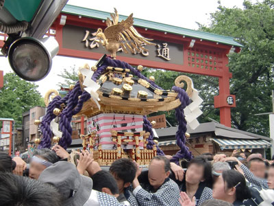 asakusa-mikosi2012-5.jpg