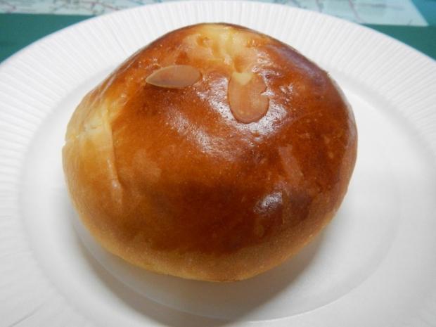 パン・ピジョンクリームパン (1)