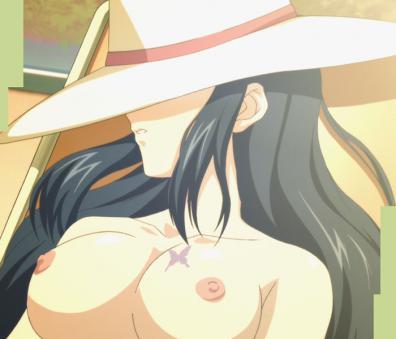 カレン 胸裸