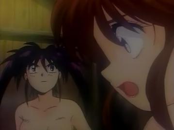 役小明 胸裸入浴シーン