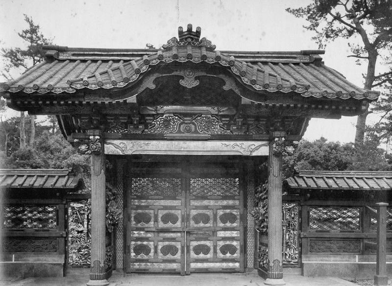 文昭院霊廟勅額門001