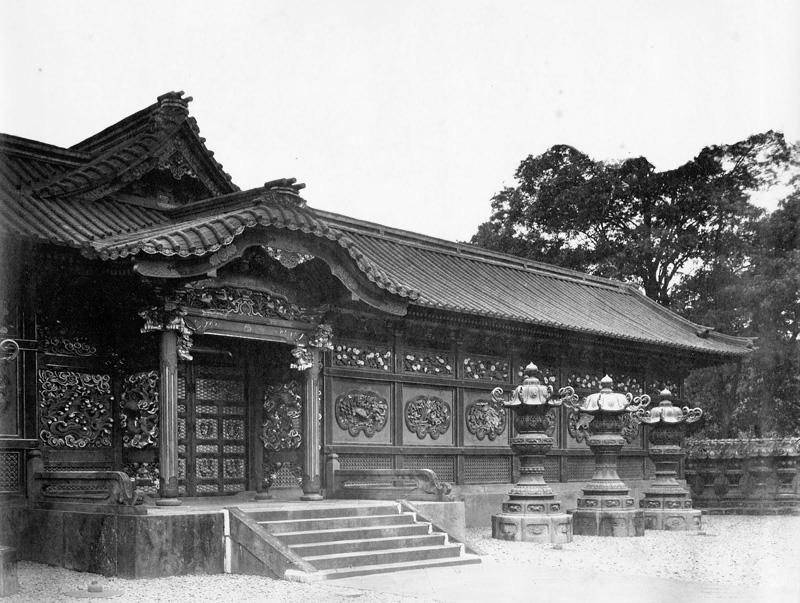 文昭院霊廟中門001
