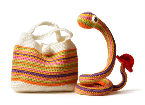 アクリルのヘビ皮バッグ