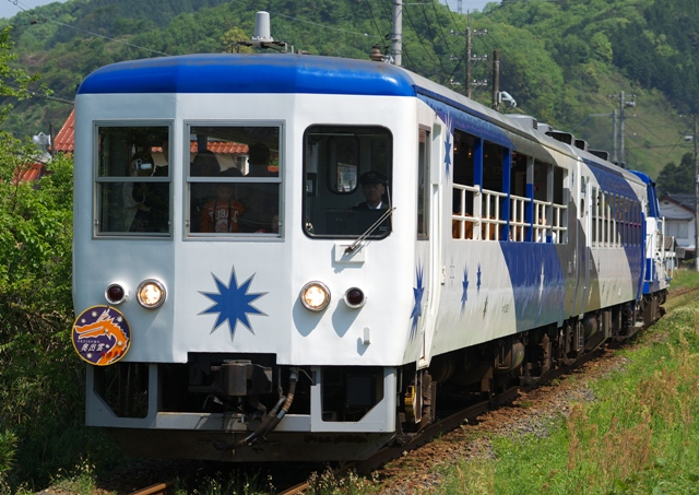 120505-JR-W-okuizumotorokko-2.jpg