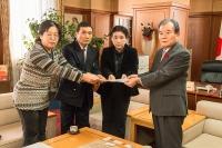 2013.12.5 議長へ1 サイズ変更