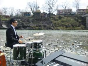 「野生」は得意分野のドラムマサナオ氏